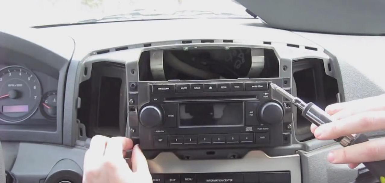 How to Remove a 2005 2006 2007 Jeep Grand Cherokee Radio