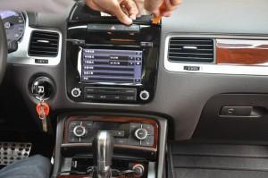 2011-2014 VW TOUAREG radio step 1