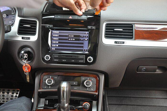 how to upgrade 2011 2012 2013 2014 vw touareg radio car. Black Bedroom Furniture Sets. Home Design Ideas