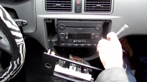2004-2008 Ford focus Radio installation step 2