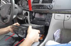 2001-2008 Mercedes-Benz G-Class W463 car stereo installation step 3