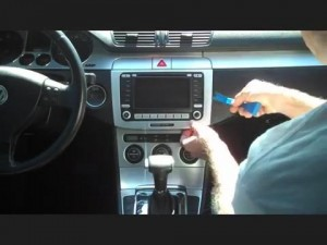 2003-2010 Skoda ROOOMSTER car stereo installation step 1