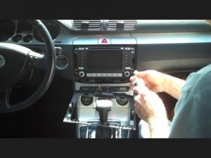 2003-2010 Skoda ROOOMSTER car stereo installation step 2