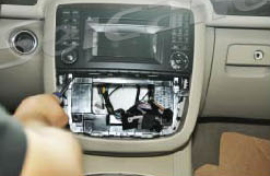 2005-2012 Mercedes Benz GL Class X164 radio installation step 3