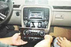 2006-2012 Mercedes-Benz R class W251 radio installation step 2