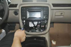 2006-2012 Mercedes-Benz R class W251 radio installation step 5