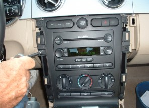 2007-2009 Mercury Mountaineer head unit installation step 5