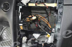 13. The wiring diagram as follows. Put the plug of the car in the socket of the unit.