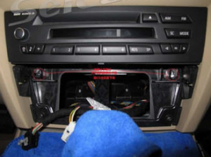 3-2.Unplug the air-conditioning assembly. Then unscrew the CD player and pull the CD player out.