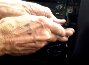 Remove screws that fixed the radio on the dashboard with a screwdriver