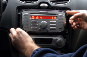 Gently take the original car radio out of the dashboard