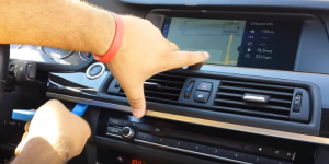 Use a plastic flat pry tool to pry the air vent panel
